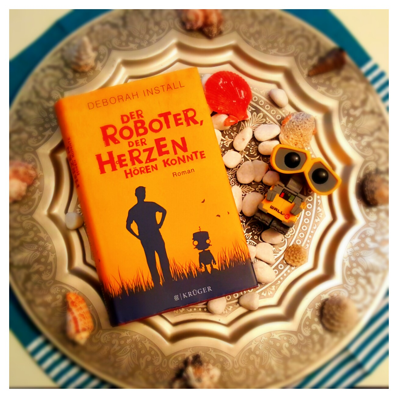 [Rezension] Deborah Install – Der Roboter, der Herzen hören konnte