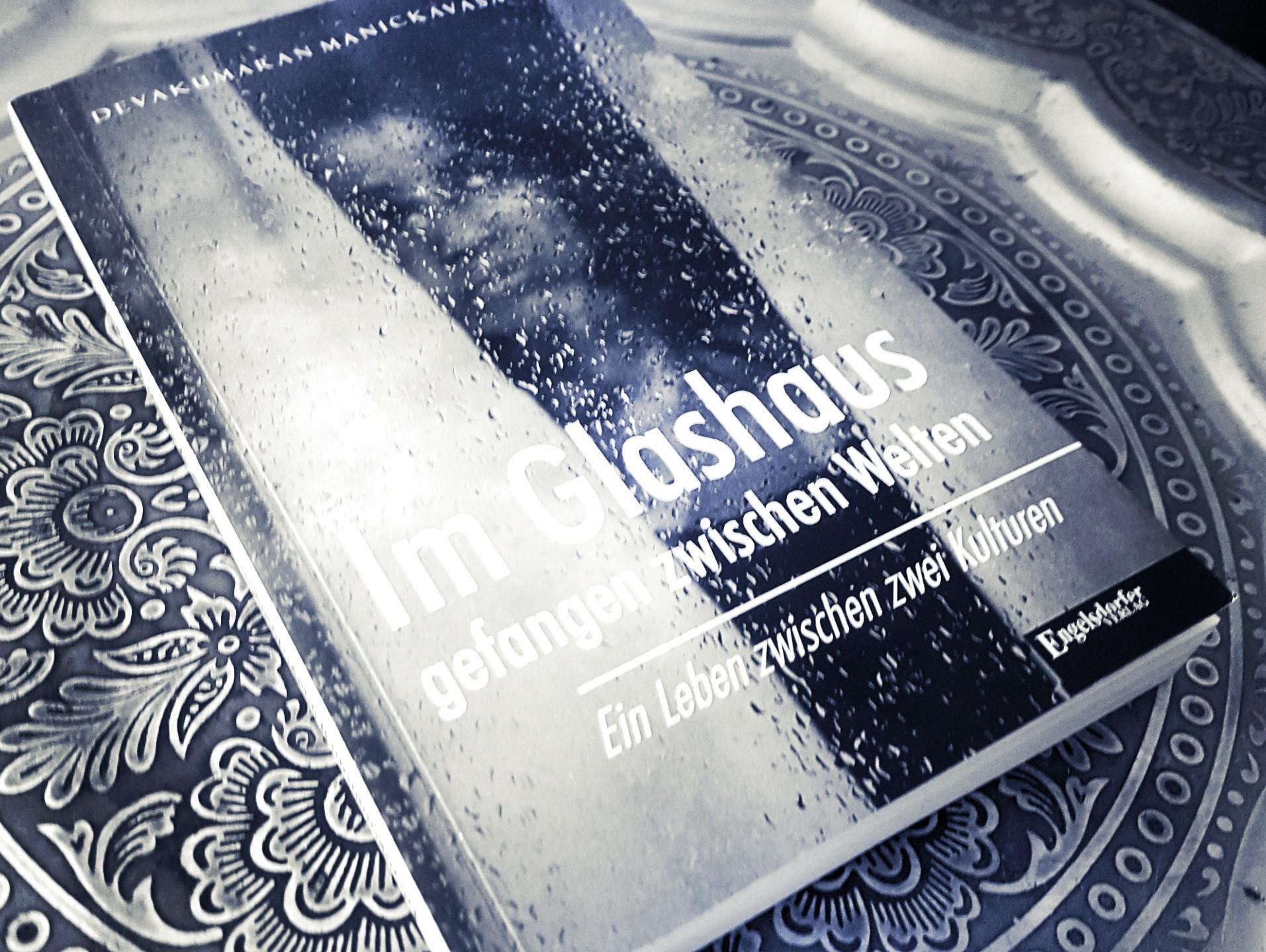 [Rezension] Devakumaran Manickavasagan – Im Glashaus gefangen zwischen Welten. Ein Leben zwischen zwei Kulturen