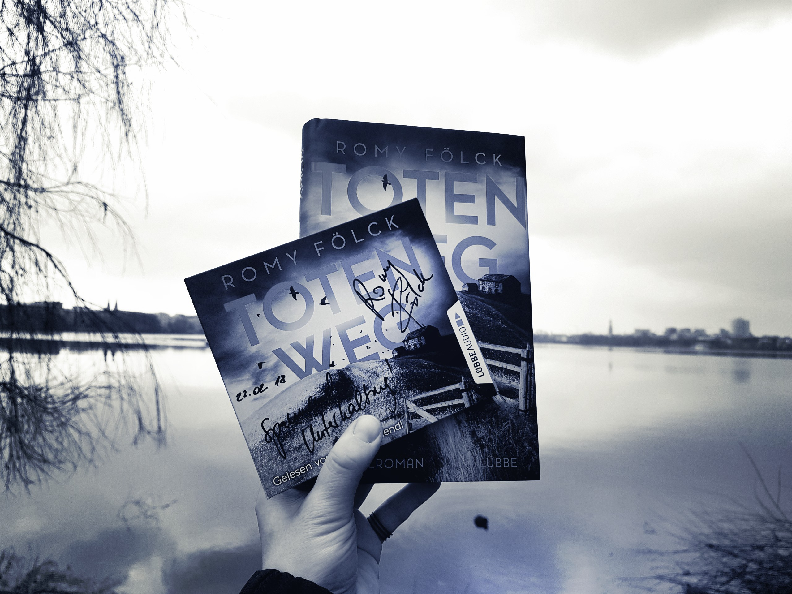 [Rezension] Romy Fölck – Totenweg // Autorenfrühstück