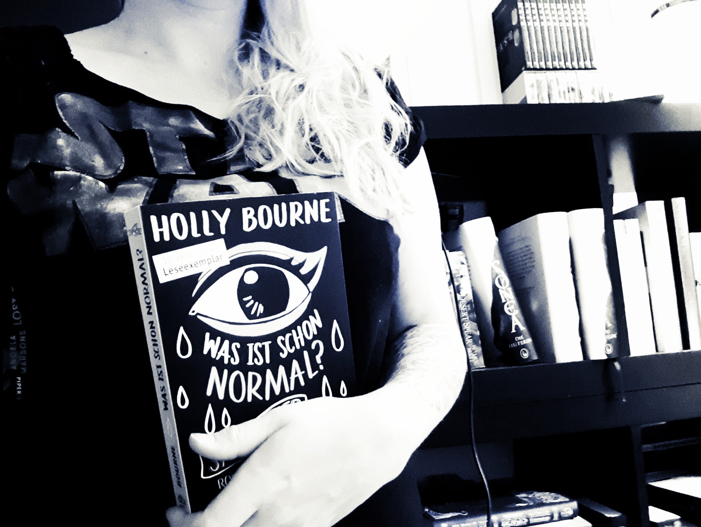 [Rezension] Holly Bourne – Was ist schon normal?